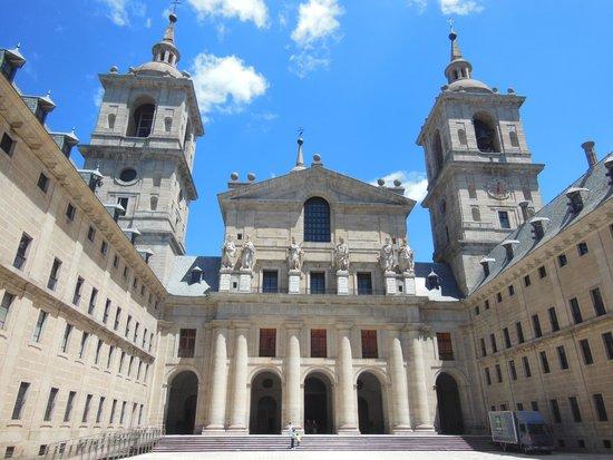 Monasterio y Sitio de San Lorenzo de El Escorial: 外観