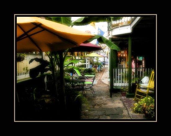 Olde Town Inn: Patio