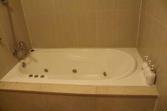 Hotel Sunbee: Bathroom