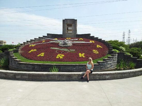 Floral Clock: Take a min to stop for a pic.