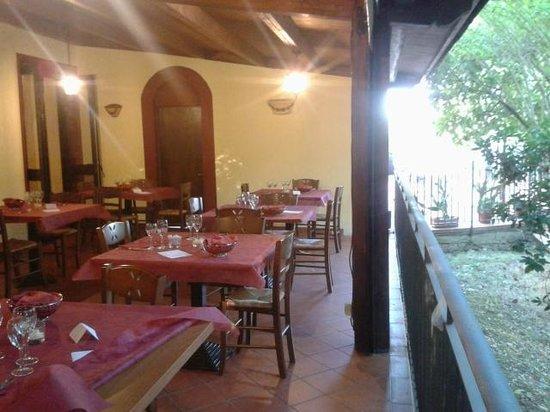 Toscana Verde: Porticato sul parco, zona pranzo