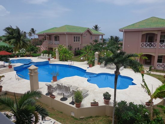 Grand Colony Island Villas : View of pool / ocean