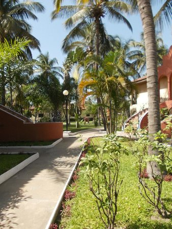 Ocean Bay Hotel & Resort: Path from beach to the restaurant