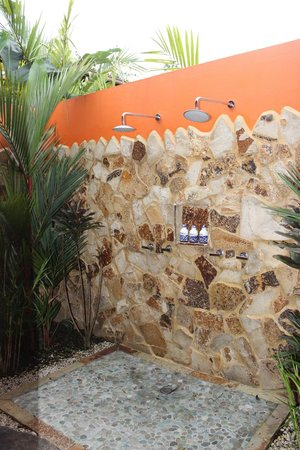 Nayara Resort Spa & Gardens: Outside shower