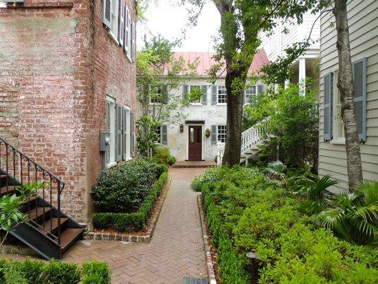 Zero George Street: Zero George Courtyard