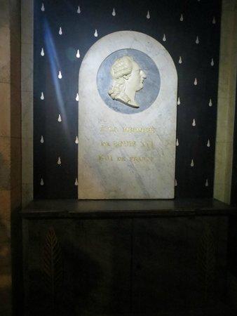 Conciergerie: a la memoria luigi XVI