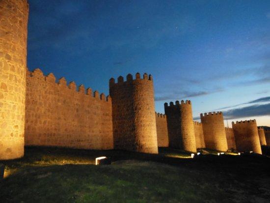 The Walls of Avila : 城壁 夜