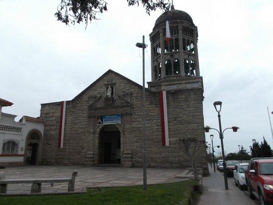 La Serena, Chile, Iglesia Santo Domingo. Fachada desde plazoleta, torre tan singular como ecléct