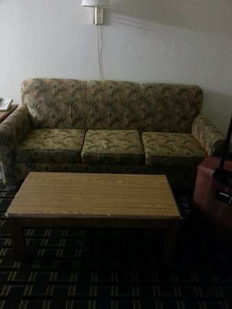 Cerca Del Mar: Couch in living g room