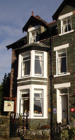 Badgers Wood Guest House: Traditional lakeland slate house
