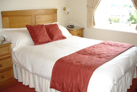 Badgers Wood Guest House: Bright and welcoming double bedroom