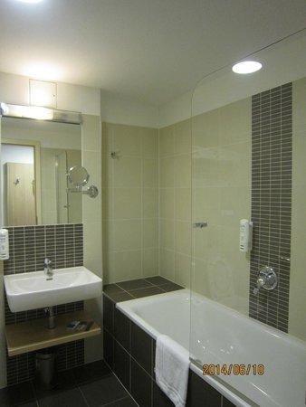 Iris Hotel Eden: bathroom