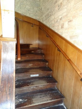 Hotel Saint-Etienne : escalier menant aux chambres