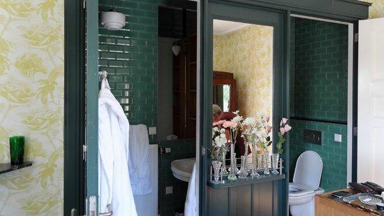 deux portes pour une seule sdb foto van villa pastorie tilburg tripadvisor. Black Bedroom Furniture Sets. Home Design Ideas