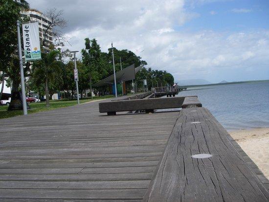 Esplanade Boardwalk : 散歩には快適な場所です