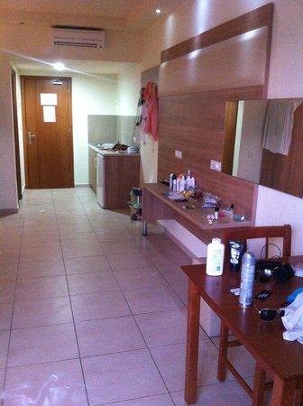 Stamos Hotel: bedroom