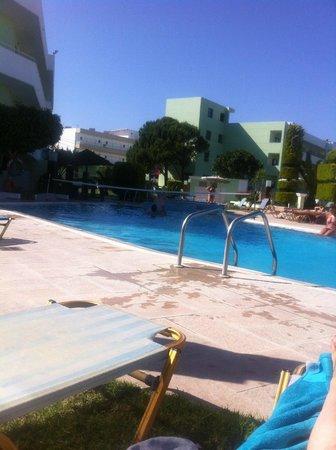 Stamos Hotel: poolside