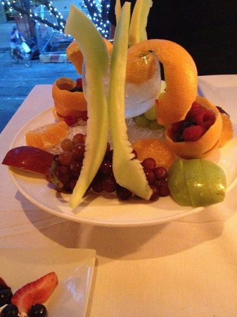 Club A Steakhouse : Cascata di frutta fresca