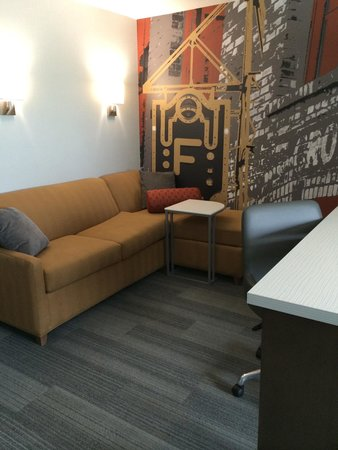 DoubleTree by Hilton West Fargo: Pull out bed in king suite