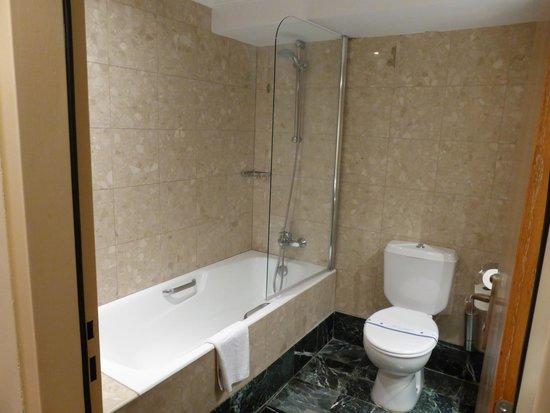 Atlantica Imperial Resort & Spa: Our bathroom