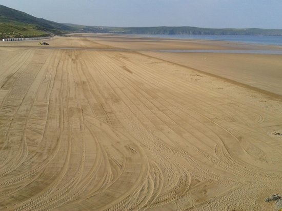 The Woolacombe Bay Hotel: In season the beach is cleaned early every morning