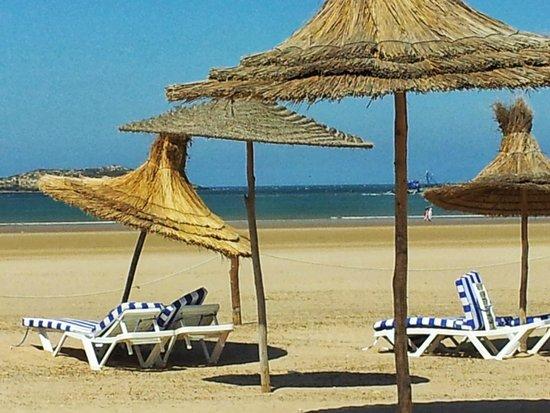 Essaouira Beach: Relaxing in the shadow