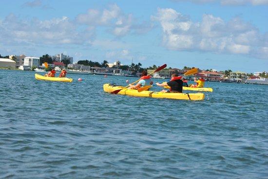bahía de Simpson, St. Maarten: #1 rule in kayaking - teamwork