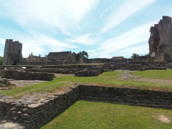 Farleigh Hungerford Castle: View from bottom of site