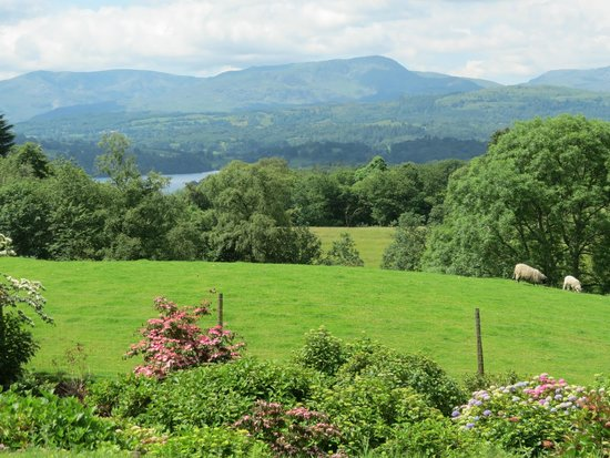 Holehird Gardens: Lovely views to Windermere