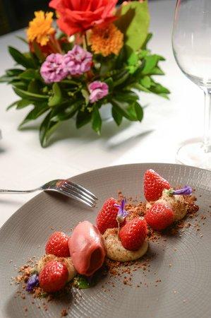 Auberge de La Sélune : Les fraises en tartelette à la façon du chef