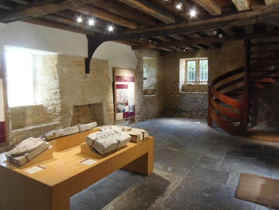 Farleigh Hungerford Castle: Inside Priests house
