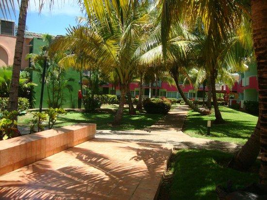 Barcelo Solymar Arenas Blancas Resort: Areas verdes y caminerias