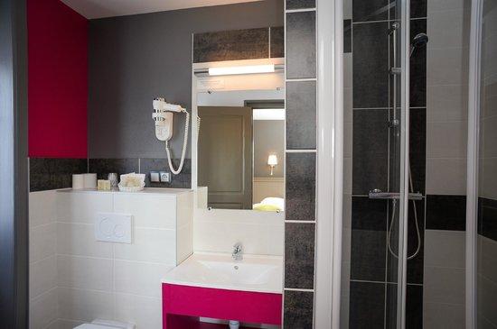Auberge de La Sélune : Salle de bain chambre supérieure