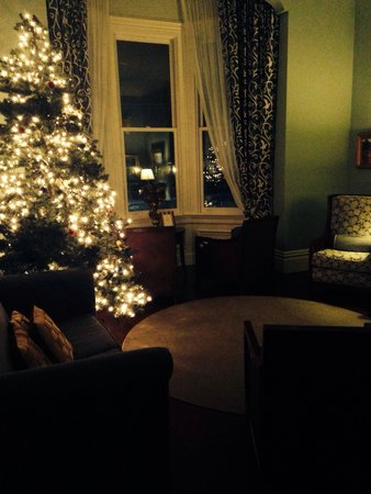 West Cliff Inn, a Four Sisters Inn: Beautiful and festive Christmas tree!