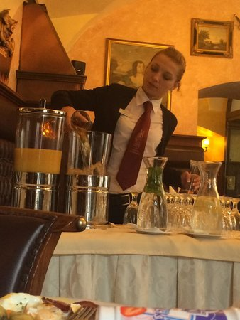 Hotel U Prince : La camarera