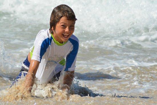 bahía de Simpson, St. Maarten: The waves are a lot of fun - Family Fun Beach and Nature Walk