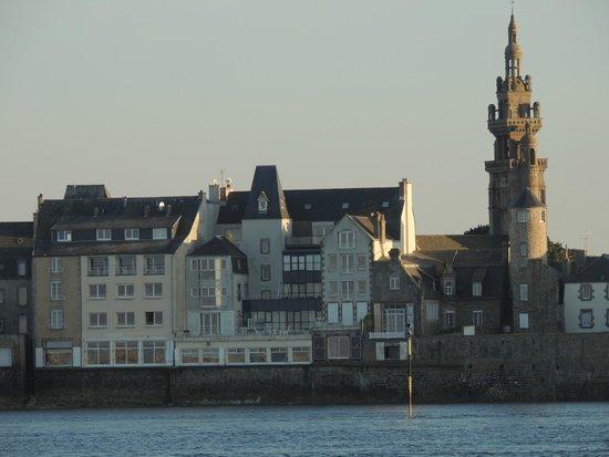 Grand Hôtel de la Mer Roscoff : l'hotel vu de la digue