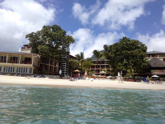 Coral Strand Smart Choice Hotel Seychelles : άποψη του ξενοδοχείου μέσα από τη θάλασσα
