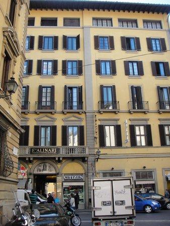 Hotel BellaVista : Fachada do predio-hotel no 5º andar