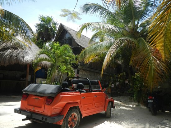 Ahau Tulum: Driveway/out front of hotel