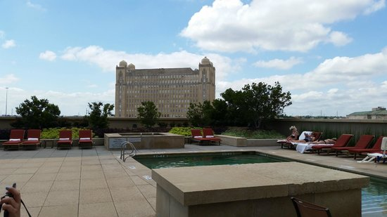 peaceful rooftop pool picture of omni fort worth hotel. Black Bedroom Furniture Sets. Home Design Ideas