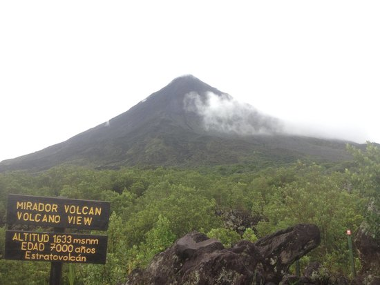 Arenal Volcano (Volcan Arenal) : the volcano after clouds went away