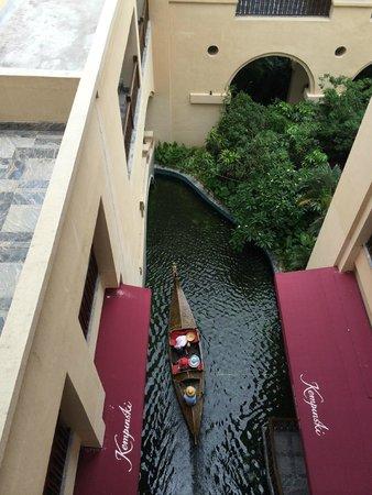 Wanda Vista Resort Sanya: Looking down from the room