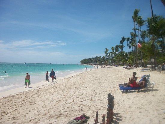 Grand Palladium Palace Resort Spa & Casino: Praia em frente ao hotel