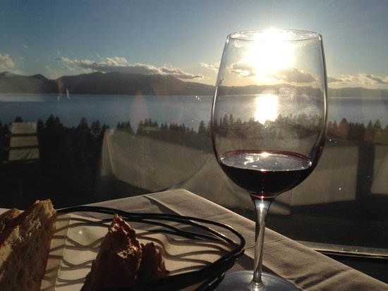 Harveys Lake Tahoe: View of sunset from restaurant on 19th floor
