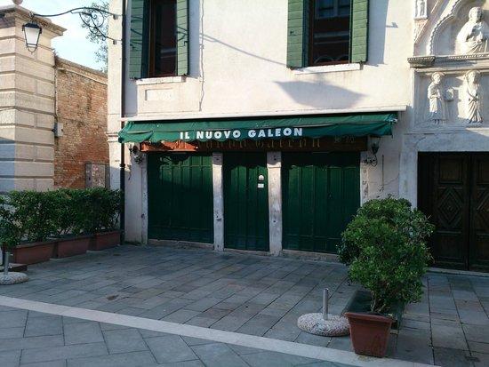IL Nuovo Galeon: 外観(開店前)