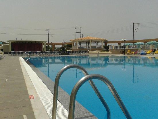 Piscine d 39 eau de mer photo de europa beach hotel for Piscine europa
