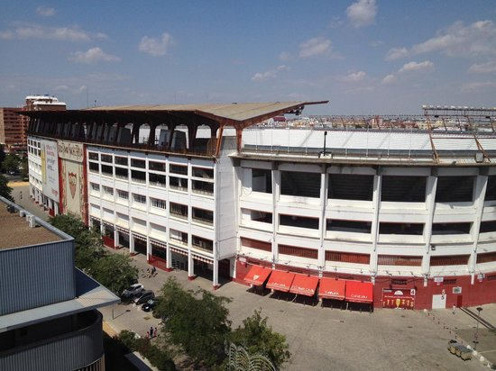 Novotel Sevilla: The view from room 818 is this soccer stadium.