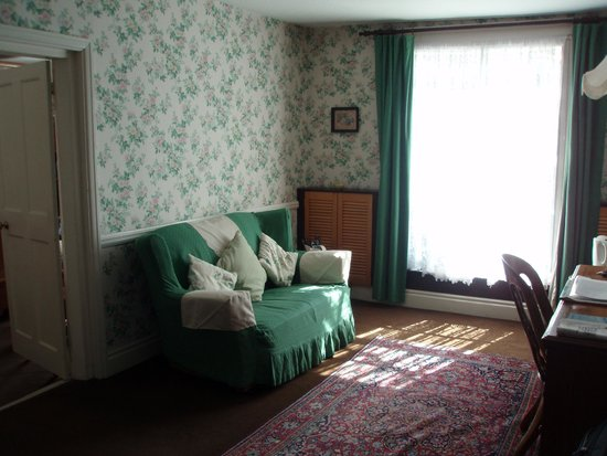 Best Western The Bell In Driffield: Room 17 sitting room