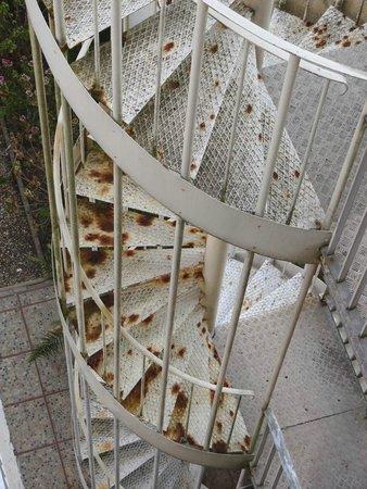 Roc Hotel: escalier rouillé